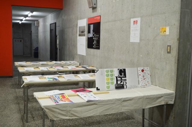 グラフィックデザイン基礎『ブックレット展』(ビジュアルデザイン学科 1年生授業)