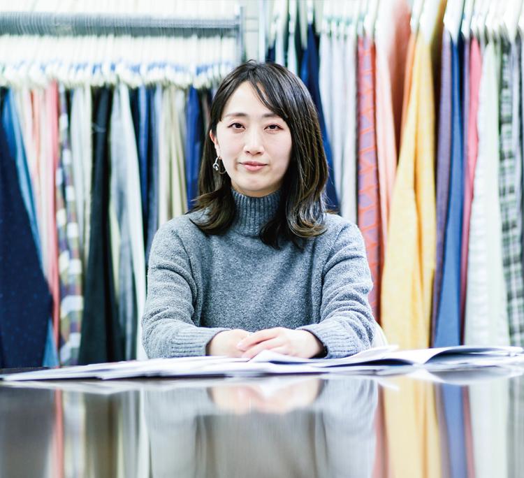 白本 恵美(2008年 テキスタイルデザインコース卒業・2010 年大学院修了)